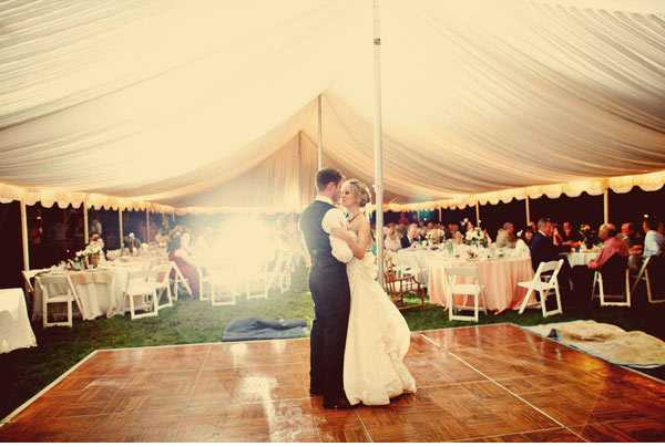 Tents Have Become Very Por For Outdoor Weddings Because They Are Easy To Decorate It Can Be Fun Breezy A Fair Style Wedding Or The Epitome Of