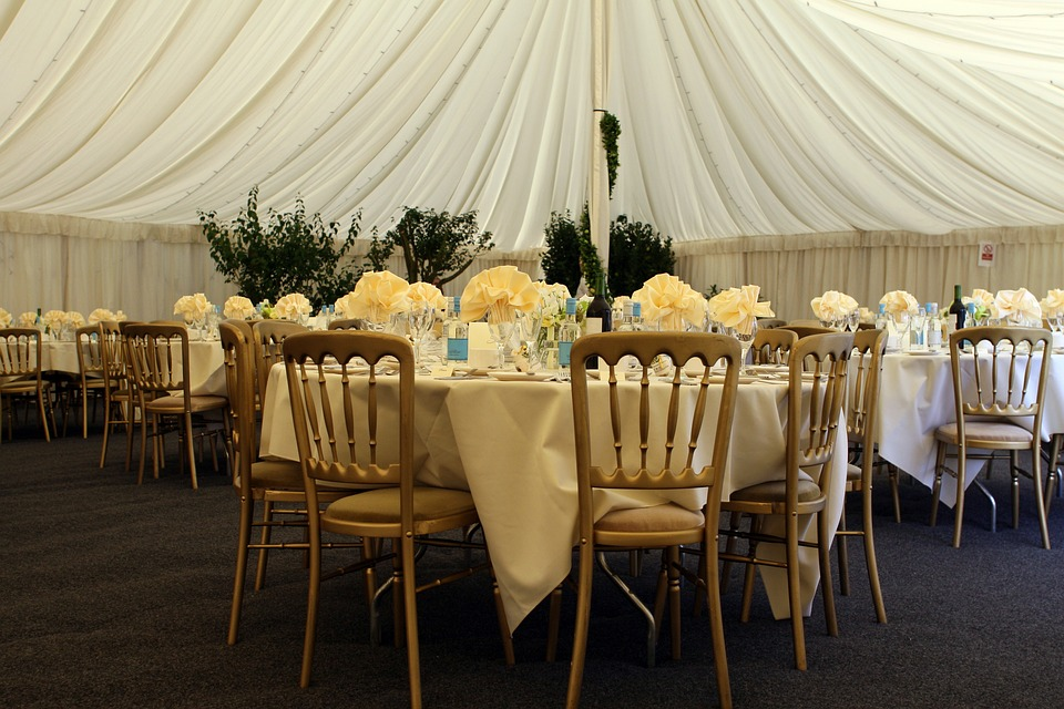 how to decorate a canopy tent for a wedding